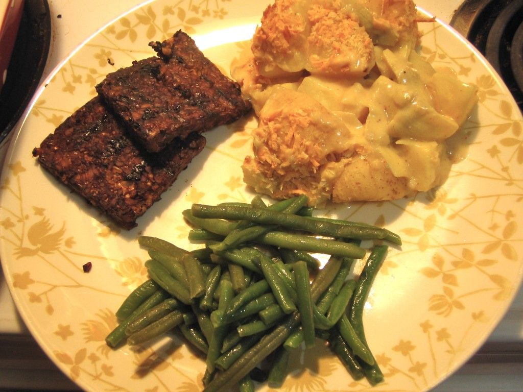 Tempeh, green beans and Artichoke Potato Gratin